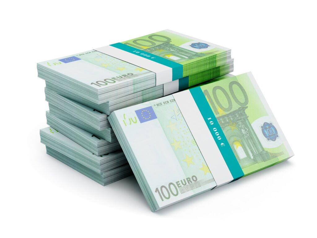 Stapel von 100 Euro Banknoten mit Banderolen