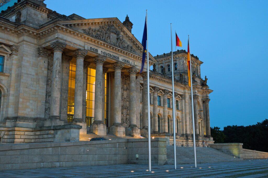Der Berliner Reichstag in Abendstimmung